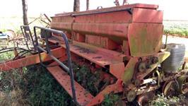 Plantadeira Jumil 8 linhas plantio direto rodas de borracha