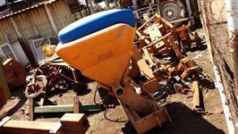 Adubador cultivador DMB  p/ trator agrícola
