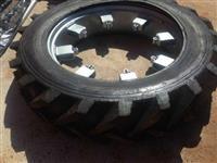Jogo de pneus finos