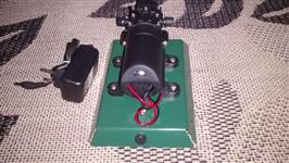 Vendo Bomba 12V na base, com conector e fonte automática 110/220. Vazão de 2,9 litros por minuto