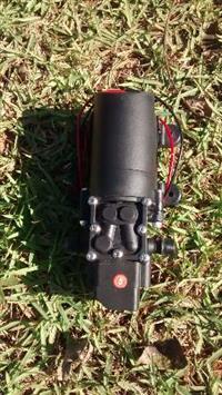 Vendo Bomba 12V diafragma para pulverizadores elétricos. Vazão: 2,9 l/min Pressão máxima: 65psi Ampe