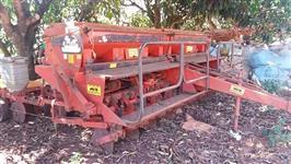 Plantadeira Semeato PSM 102 ano 2002 com 8 Linhas Pronta Para Trabalhar!