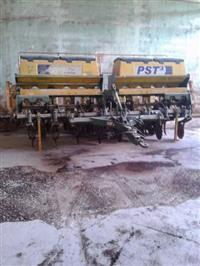 Plantadeira Tatu PST3 ano 2010 com 8 linhas Semi Nova!