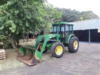 Trator John Deere 5700 4x4 ano 04