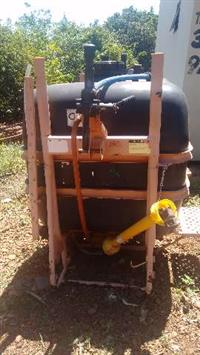 Pulverizador Jacto, bomba JP 75, cap. 600 litros