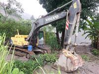 ESCAVADEIRA VOLVO EC 210 BLC  ANO 2007