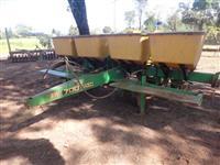 PLANTADEIRA SLC 4 LINHAS DE ARRASTO PLANTIO CONVENCIONAL MODELO 700 4 AM