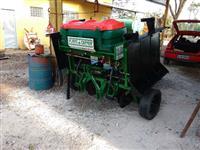PLANTADEIRA ADUBADEIRA PARA MANIVAS MODELO BAZUKA I MARCA PLANTICENTER 2 LINHAS ANO 2014