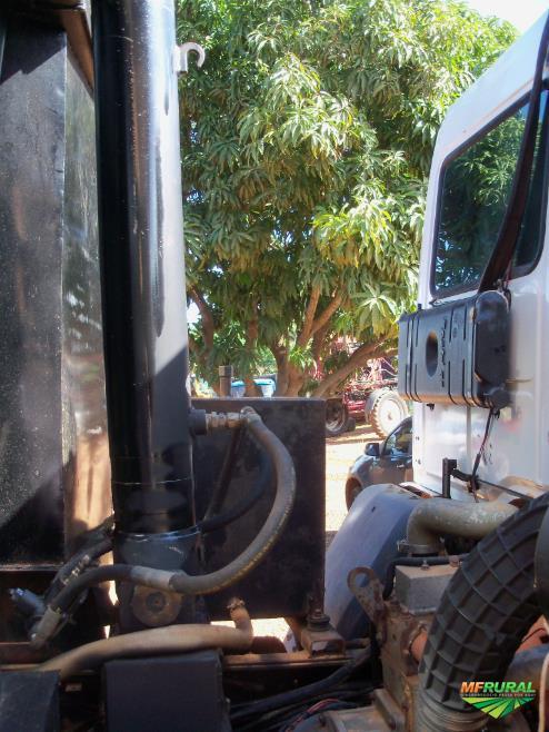 Caminhão Ford CARGO 2422 ano 05