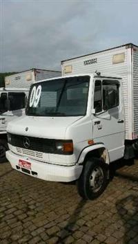 Caminhão Mercedes Benz (MB) 710 ano 09