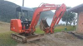 Miniescavadeira Semax 2500 kg ano 2004 com 900 horas