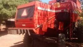 COLHEITADEIRA  MF 5650 ANO 2001