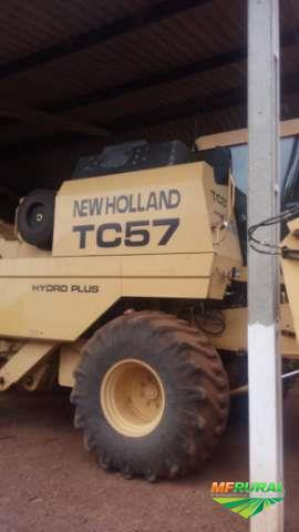 Colheitadeiras New Holland TC 57......ANO 2001