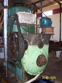 Prensa Piratininga R-158 250 kg/h usada em bom estado