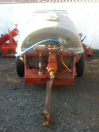 Pulverizador 2000 Lts com bomba 3 pistões 160 lts/min