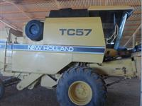 Colheitadeira New Holland TC57 ano 1995