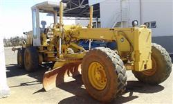 Retro-escavadeira Massey MF 86HS Ano 2000
