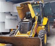 Retro Escavadeira New Holland B110B 4x4 2011 - Traçada