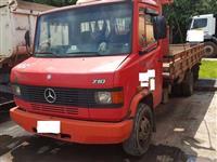 Caminhão Mercedes Benz (MB) 710 ano 06