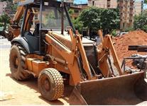 RETROESCAVADEIRA MARCA CASE, MODELO 580L 4X4, ANO 2004, OPERACIONAL