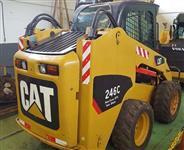 MINI CARREGADEIRA CAT, MODELO 246C, ANO 2009, COM APENAS 4900 HORAS TRABALHADAS  COM CABINE+ AR