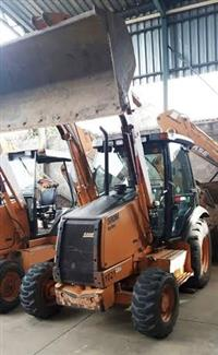 CASE 580M 4X4 2011 - EQUIPAMENTO DE ÚNICO DONO, NF DE ORIGEM, CABINE FECHADA COM AR CONDICIONADO