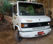 Caminhão Mercedes Benz (MB) 710 ano 02