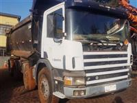 Caminhão Scania P124 420 NZ 8X4 ano 05