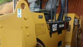 ROLO COMPACTADOR CAT, MODELO CB534D, ANO 2011, DUPLO TANDEN (CHAPA CHAPA), COM 1500 HORAS TRABALHADA
