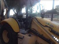 Retro Escavadeira New Holland LB90 2010