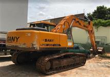 ESCAVADEIRA SANY SY215 ANO 2012, COM APENAS 5400 HORAS TRABALHADAS, CABINE FECHADA COM AR