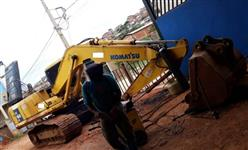 ESCAVADEIRA KOMATSU PC160 ANO 2010, TODA REVISADA, RODANTE NOVO, CABINE FECHADA COM AR CONDICIONADO,