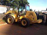 PA CARREGADEIRA NEW HOLLAND MODELO 12 D 2015