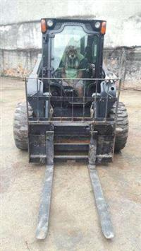 MINI CARREGADEIRA NEW HOLLAND L218 2013