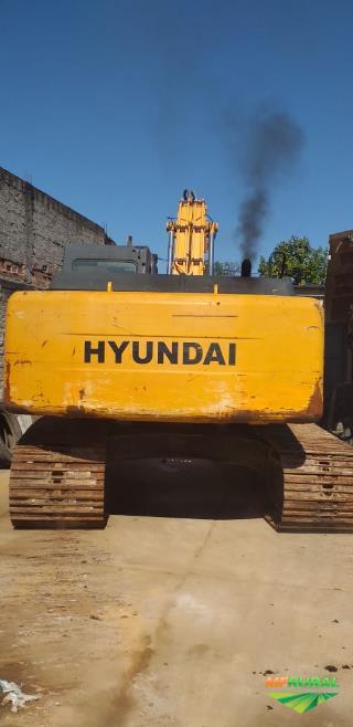 ESCAVADEIRA HYNDAI MODELO R 210 ANO 2013