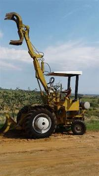 Trator CBT Carregadeira de cana CBT 2105 Motocana, direção hidraulicz 4x2 ano 78
