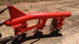 Arado Massey Ferguson, Tubular, com roda guia, pouco trabalhado, pintura nova