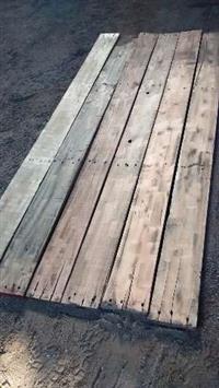 Ripas, Tabuas e caibros de pinos. (madeiras de reaproveitamento)