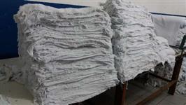 Pano de algodão alvejado com pequenos defeitos e tamanho variado