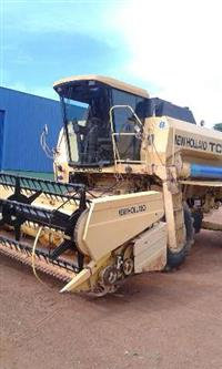 Colheitadeira New Holland TC57 ano 1998