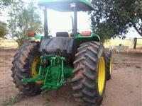 Trator John Deere 5705 4x4 ano 03