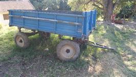Vendo carreta agrícola, 2 eixos, em bom estado.