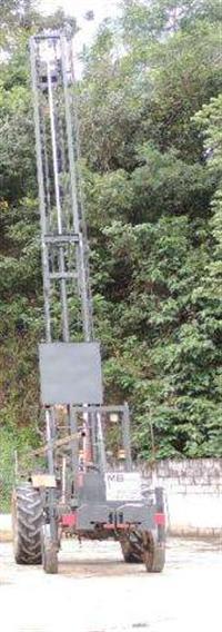 Trator com perfuratriz | Para serviços de estaca escavada