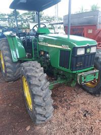 Trator John Deere 5605 4x4 ano 02