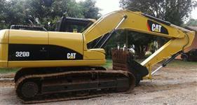 Escavadeira 320 D Caterpillar - Ano 2012