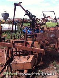Trator Carregadeiras Santal 4x2 ano 77