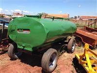 Carreta tanque de 4.000 litros marca Fido