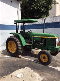 Trator John Deere 5700 4x2 ano 99