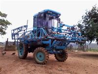 Trator Ford/New Holland pulverizador auto-propelido 4x2 ano 88