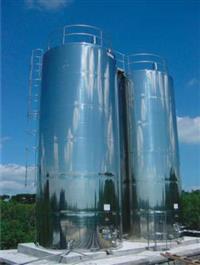 Vendo Misturadores, agitadores, reservatórios, silos, tanques, caixa novos e usa